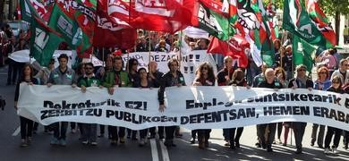 Miles de personas se manifiestan en defensa de los servicios pblicos
